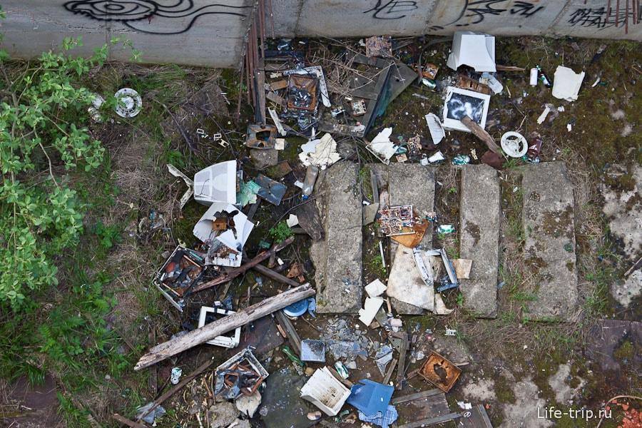 Без мусора в плотине не обошлось