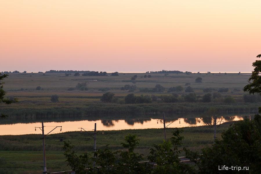 Река Мертвый Донец и Таганрогский залив вдалеке