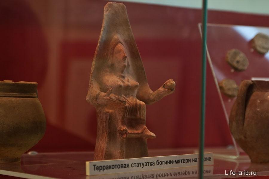 Терракотовая статуэтка богини