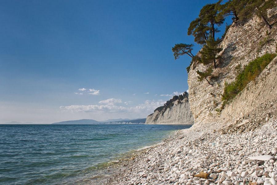 Дикий пляж между Джанхотом и Дивноморском