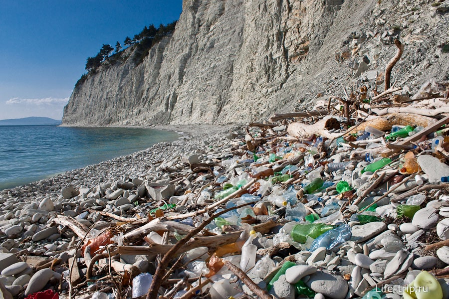 Мусор на диких пляжах Черного моря