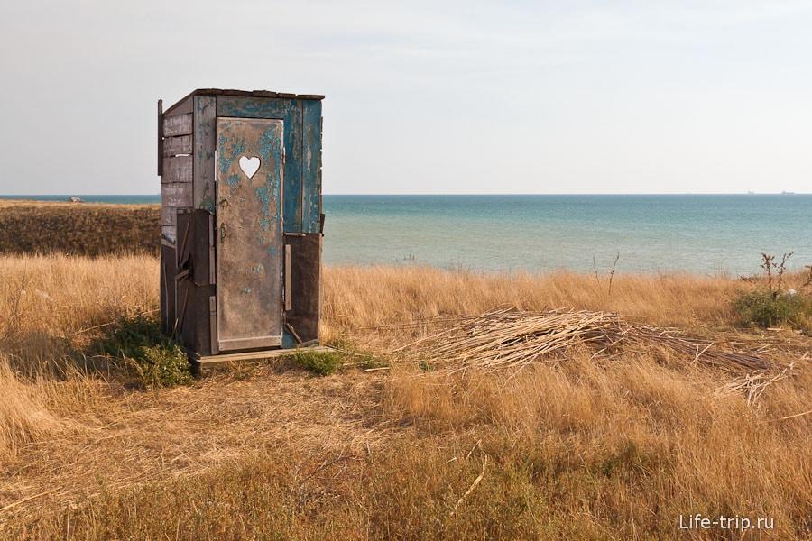 Туалет на брошенном участке