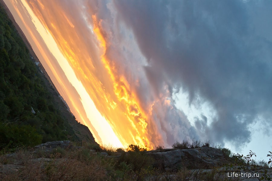 Закат на Авиловых горах