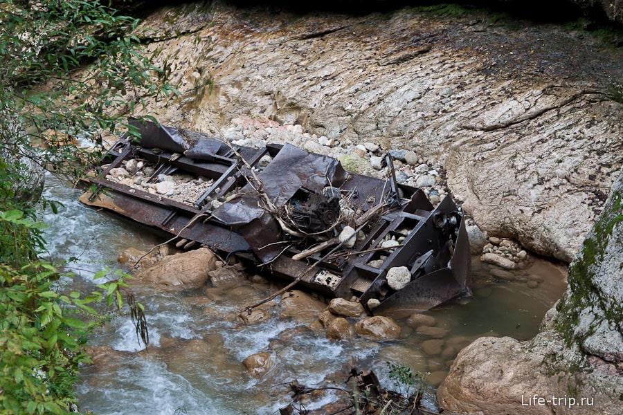 Тепловоз упал в Курджипс в 2002 году во время наводнения