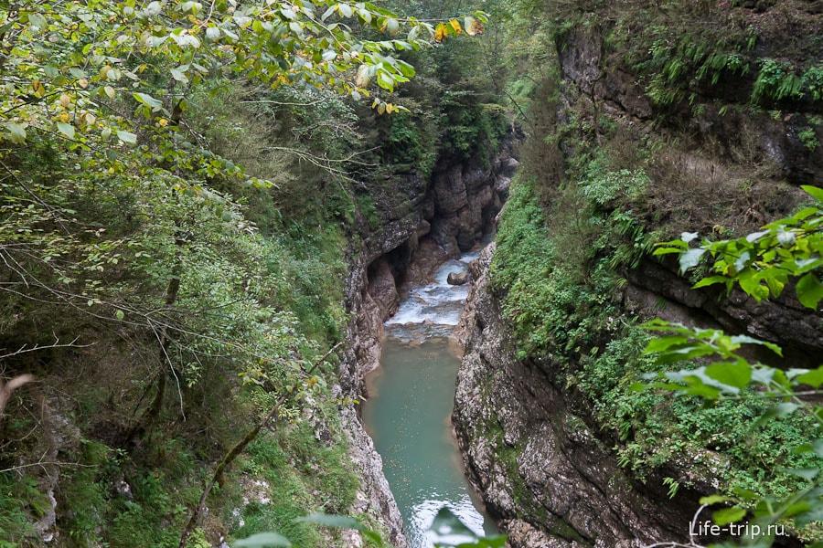 Гуамское ущелье в некоторых местах сильно сужается