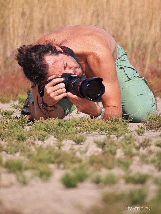 Когда беру фотоаппарат, меня сразу к земле пригибает
