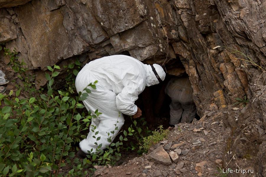 Не то пещера, не то какой-то вход