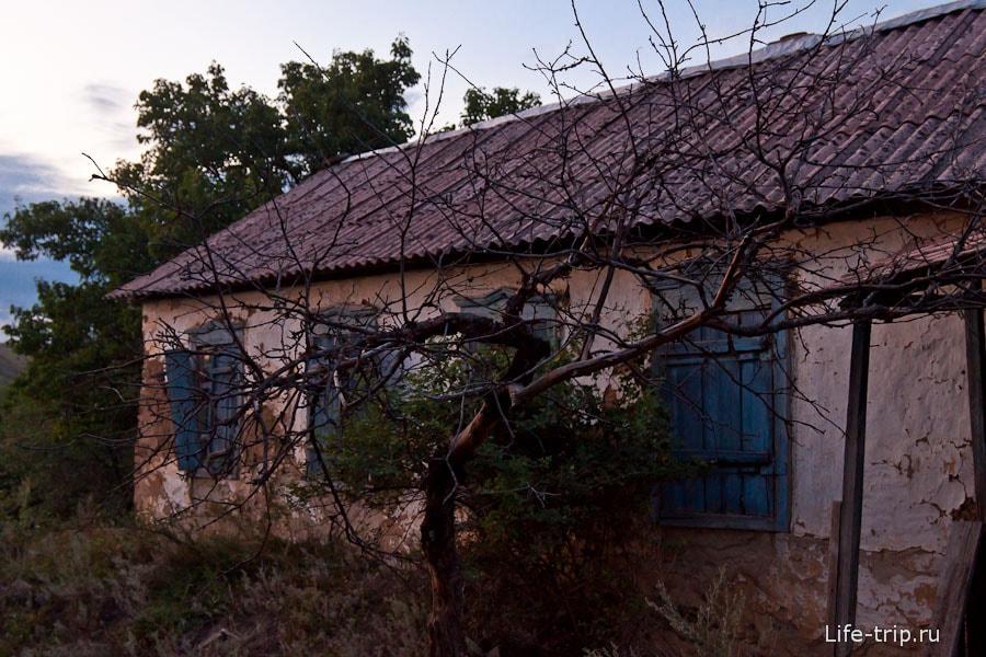 Заброшенный дом в хуторе Дядин