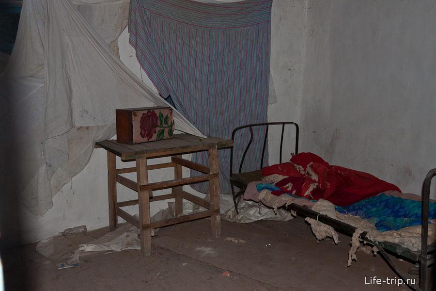 Внутри заброшенного дома как после войны