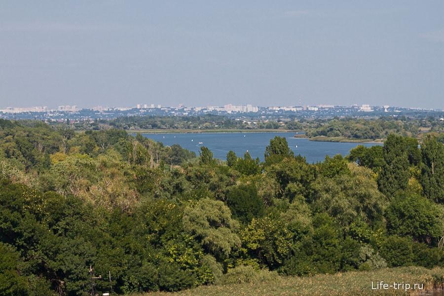 На горизонте виднеется Ростов-на-Дону
