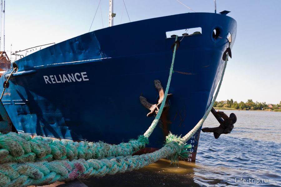 Корабль в порту Азов