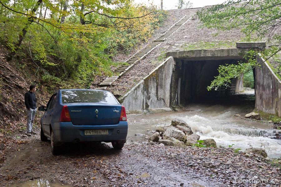 Не каждый туннель можно проехать на обычной машине
