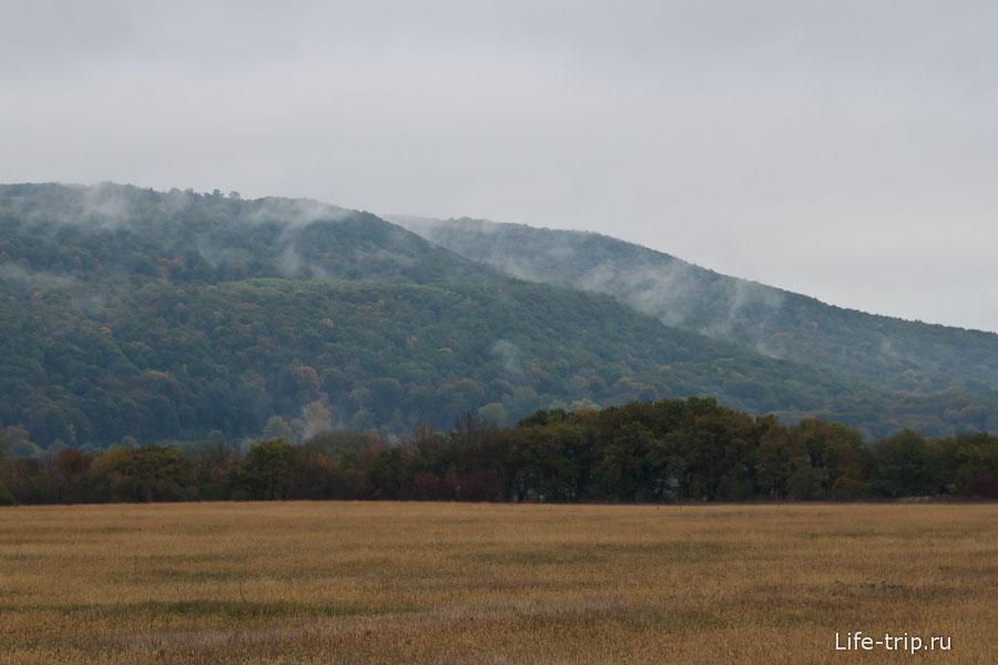 При въезде в Адыгею горы накрыл туман