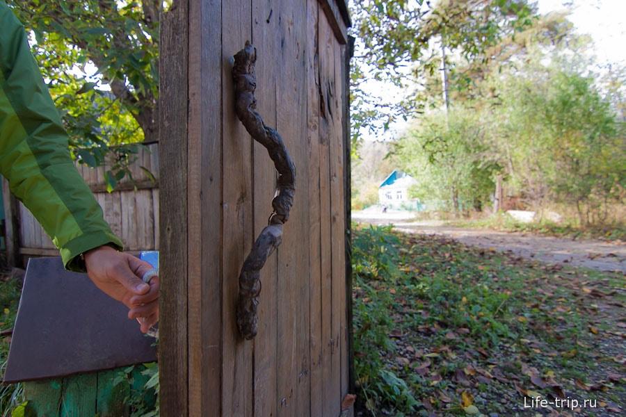 Дверная ручка из ветки
