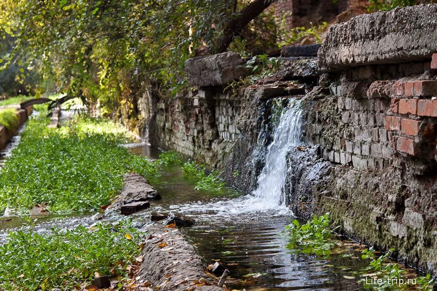 Мини-водопады на руинах