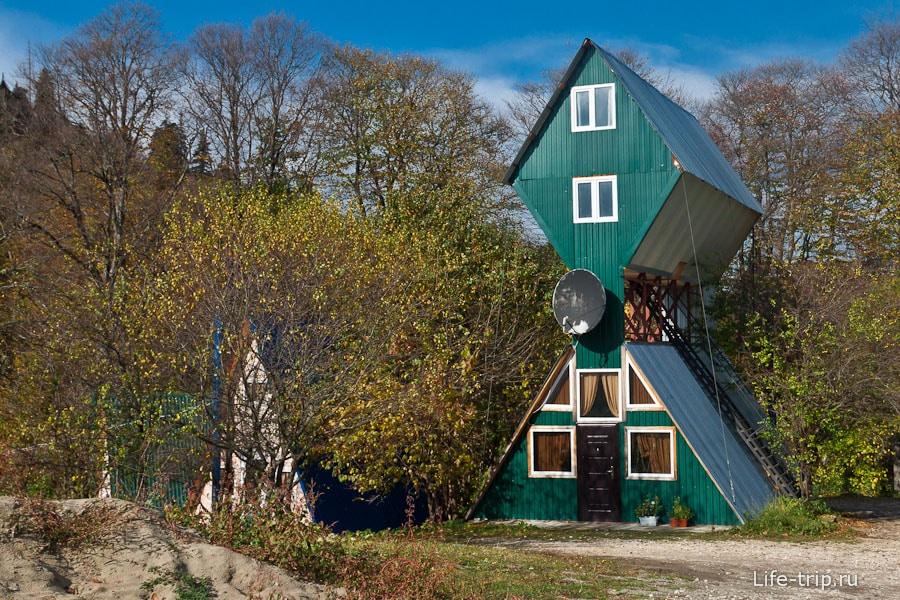 Интересная конструкция домика