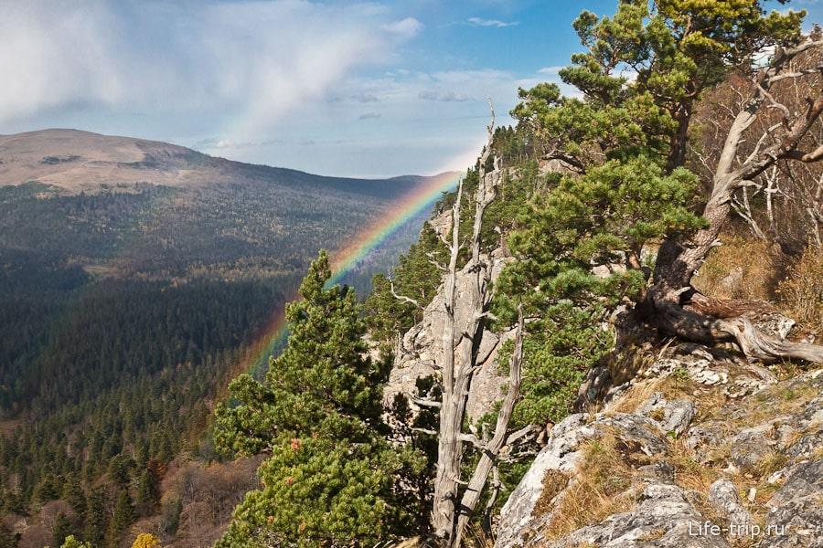 Двойная радуга в горах