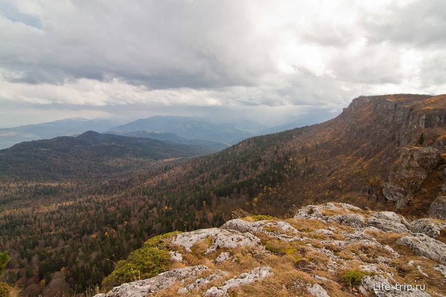 Вид с плато Лагонаки на окрестности