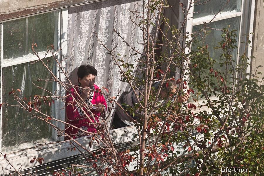 Туапсинцы утром пьют кофе у окна