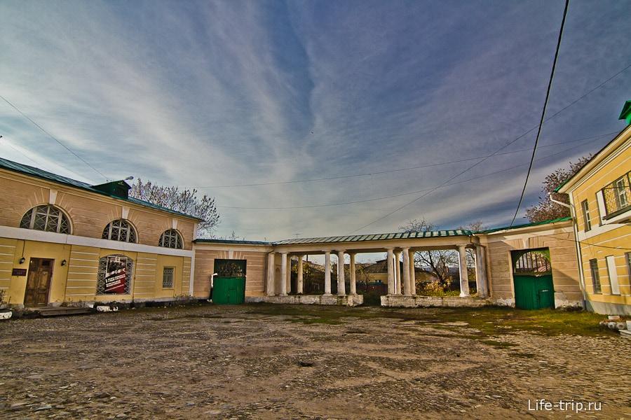 Дворик краеведческого музея Калуги