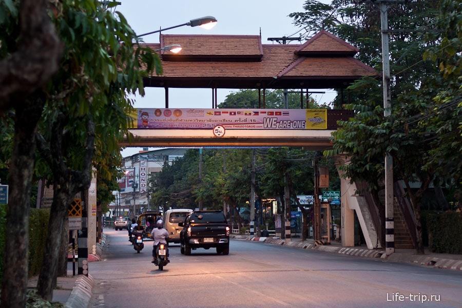 Пешеходные переходы в тайском стиле
