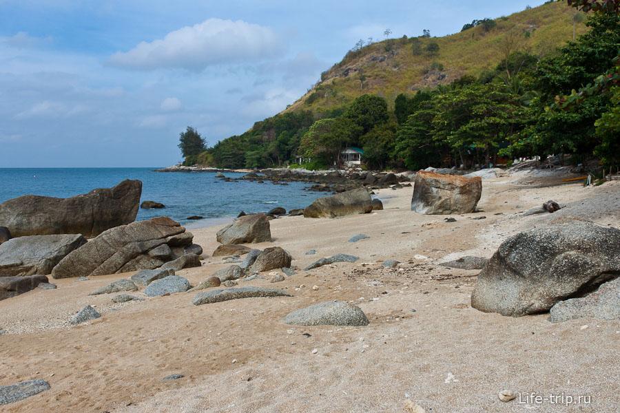 Пляж без названия рядом с Nai Harn