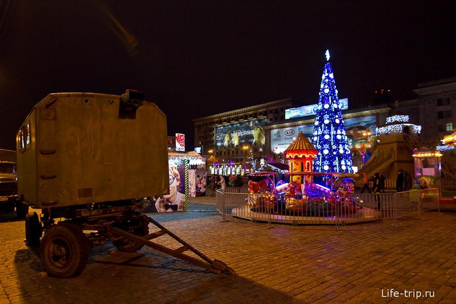 Площадь Свободы вечером