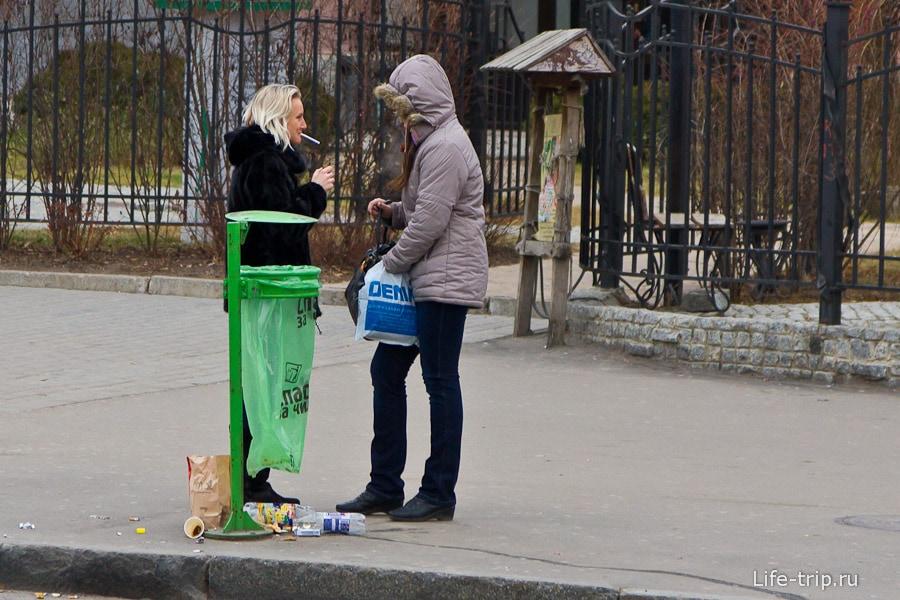 Люди на улицах города