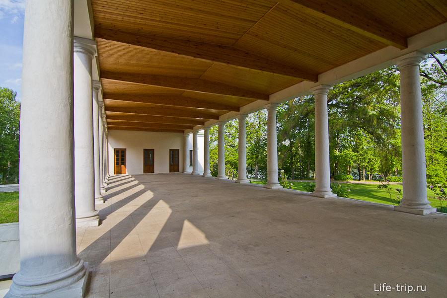 Не рациональные открытые галереи с двух сторон дома