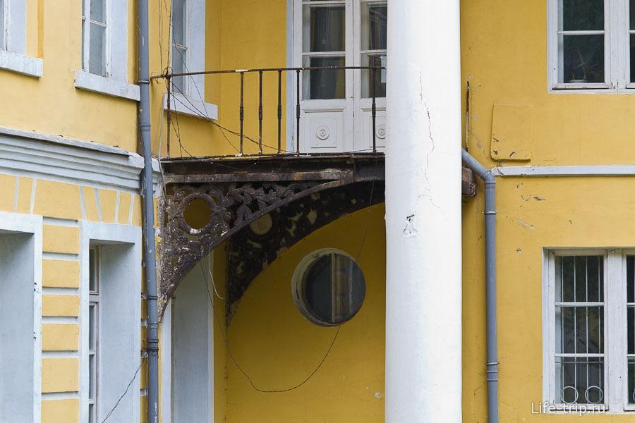 Ажурный балкончик главного дома