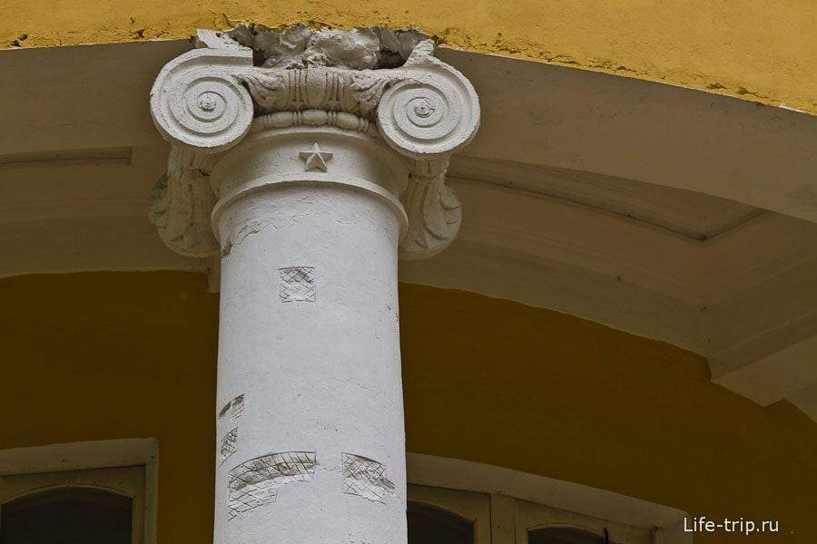Колонны главного дома