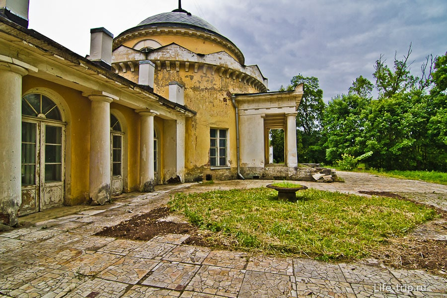 Бывший мавзолей Волконских