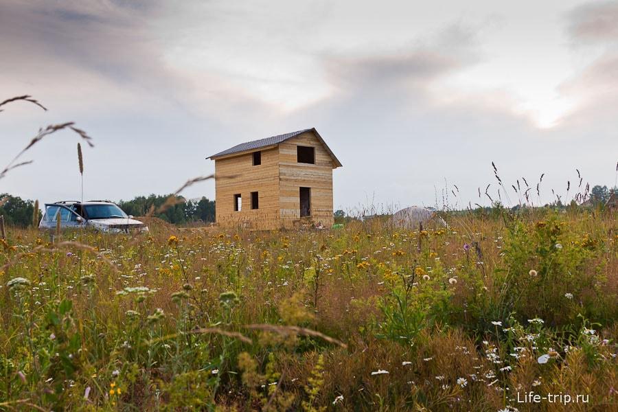 Строительство домика, в котором я принимал участие пару дней