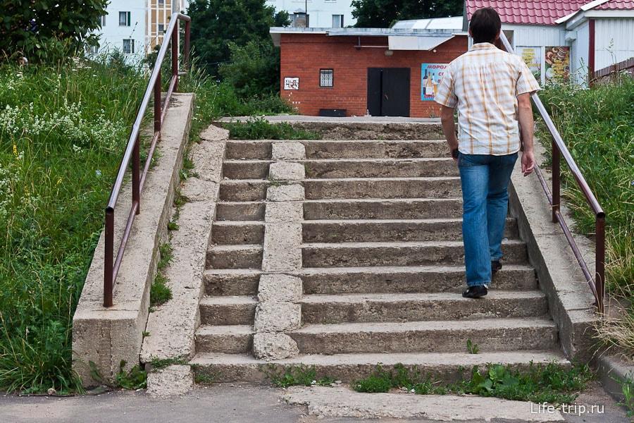 Пандус на лестнице есть только частично