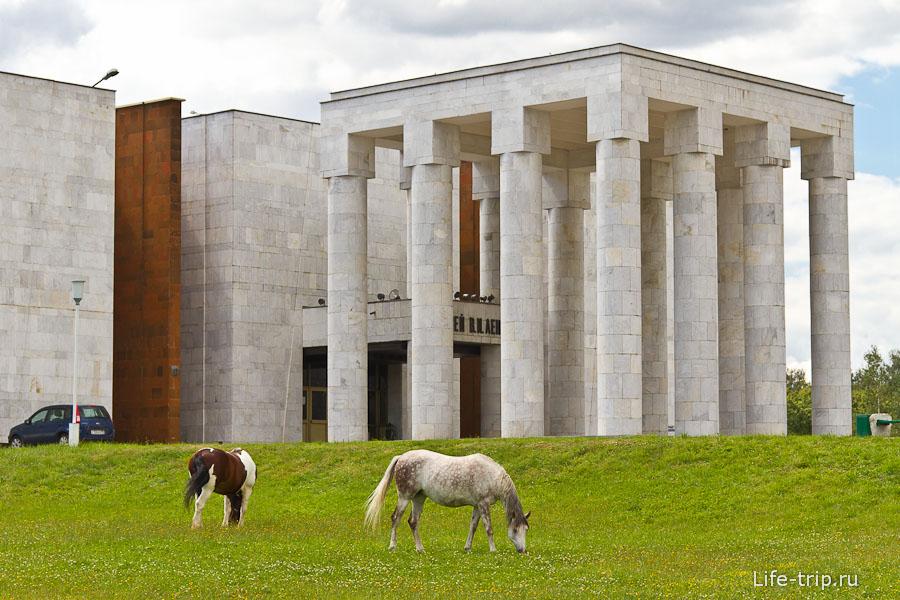 Музей В.И.Ленина - архитектурный монстр