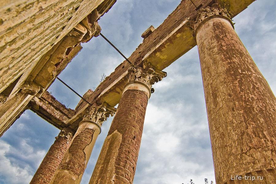 Чем не античный театр или храм?