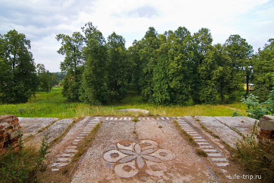 Вид с балкона на липовую аллею