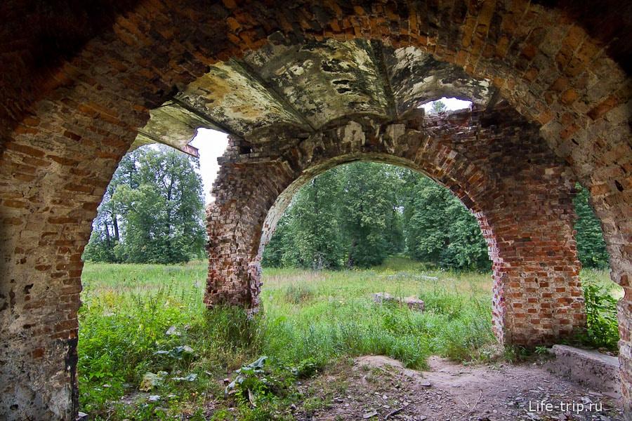 Итальянские арки с обратной стороны дома
