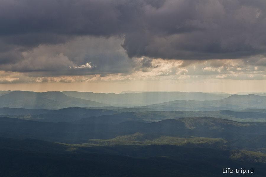 Солнце перемежевывалось с облаками и дарило нам такие картины