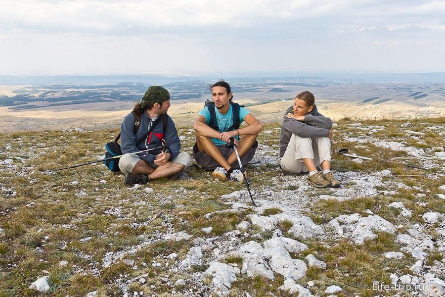 Сидим на верху горы Кара-Тау