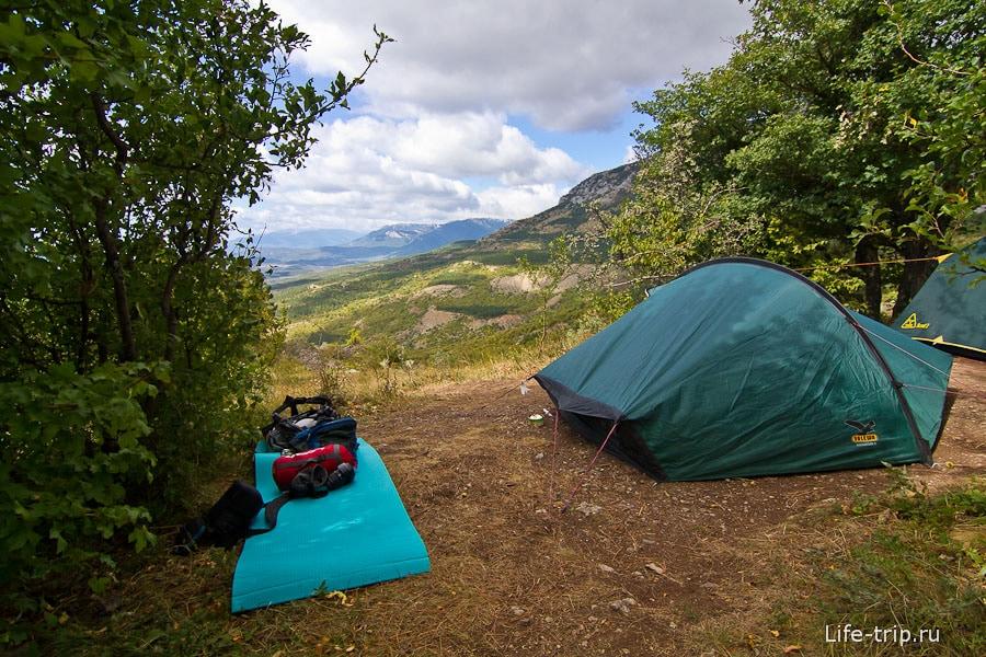 Стоянка Чигенитра с видом на горы и море