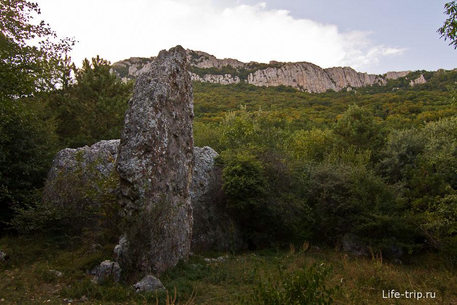 Очень странный камень, похожий на скалу Парус в Прасковеевке
