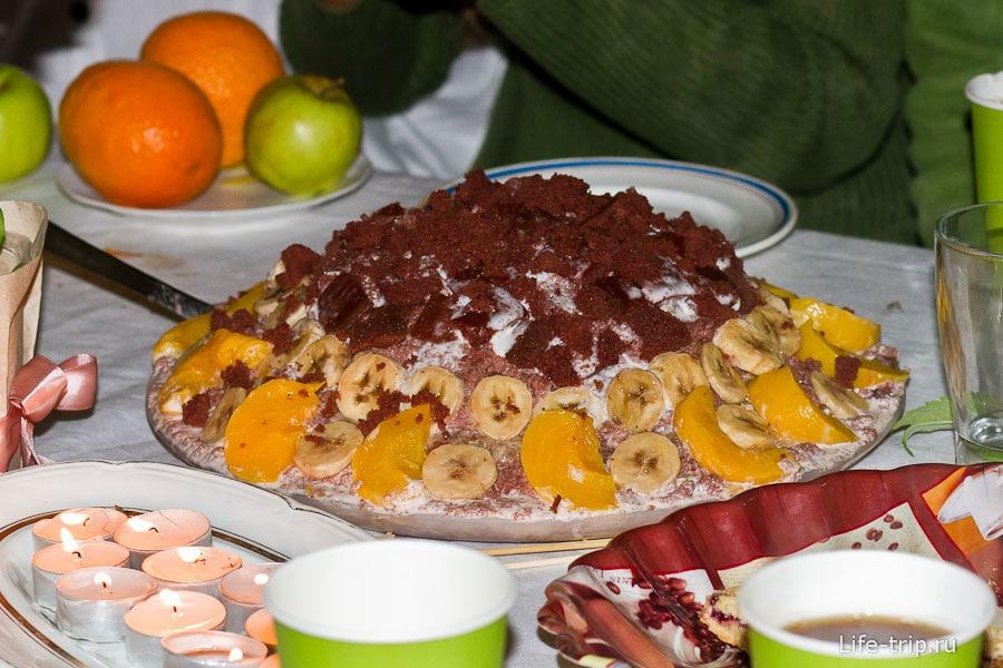 Торт почти сыроедческий, сплошные фрукты и сметана