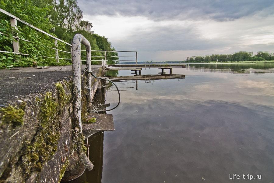 Неподалеку речной канал