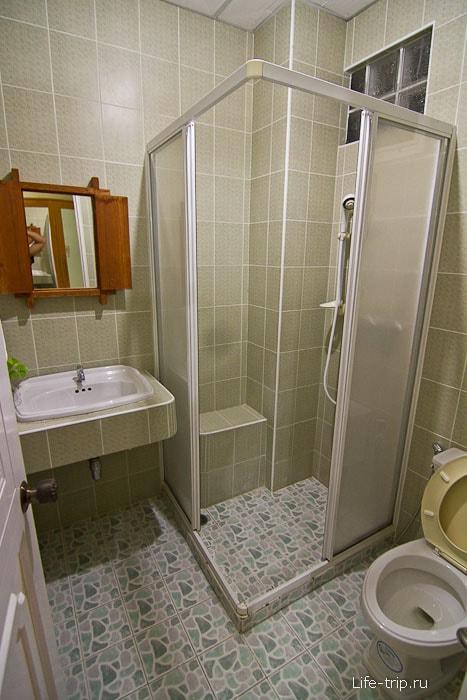 Туалет и душевая кабина