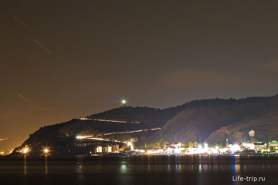 Засвеченное поселком небо. ISO400, 84mm, f8, 298sec