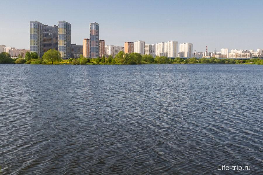 Прям современный зеленый город