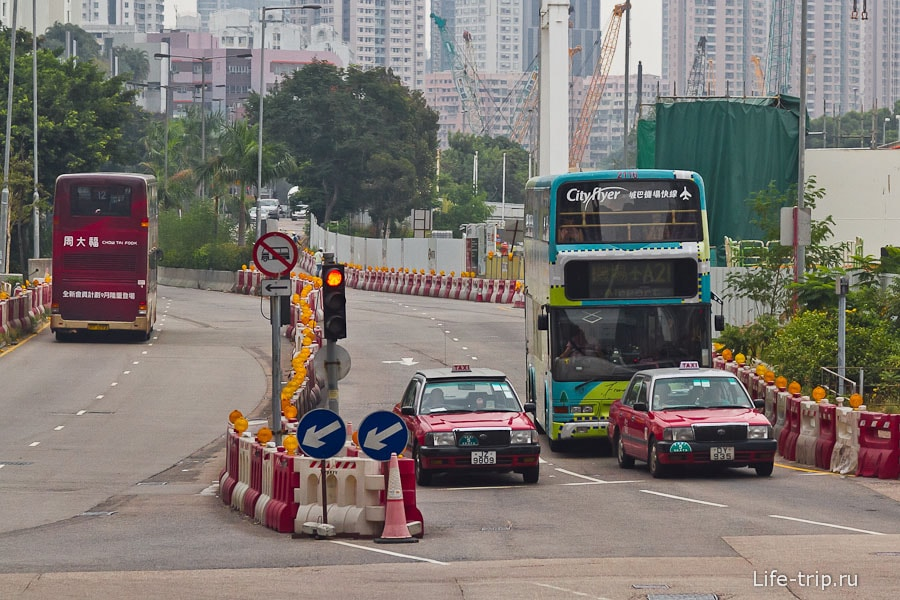 Двухэтажные автобусы и такси
