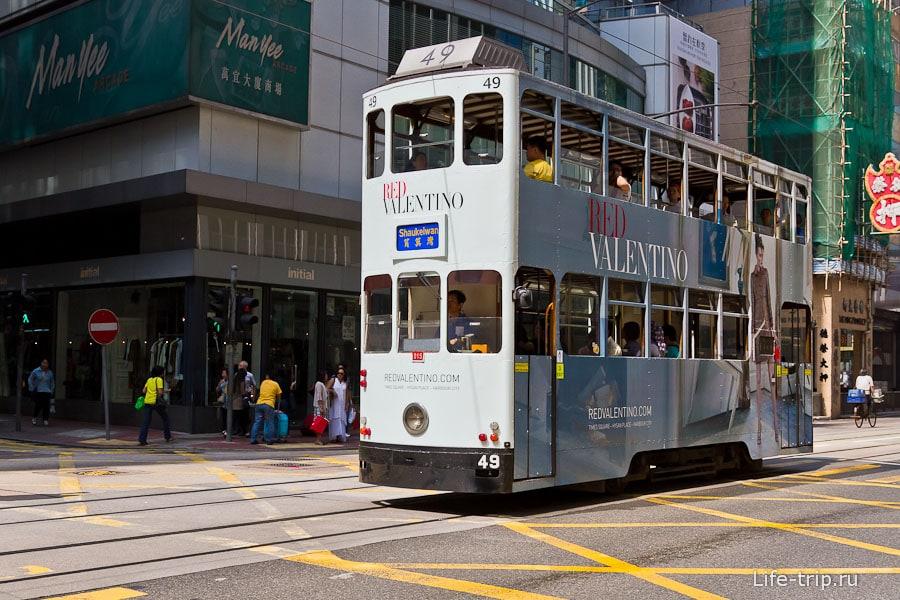 Двухэтажный трамвай на острове Гонконг