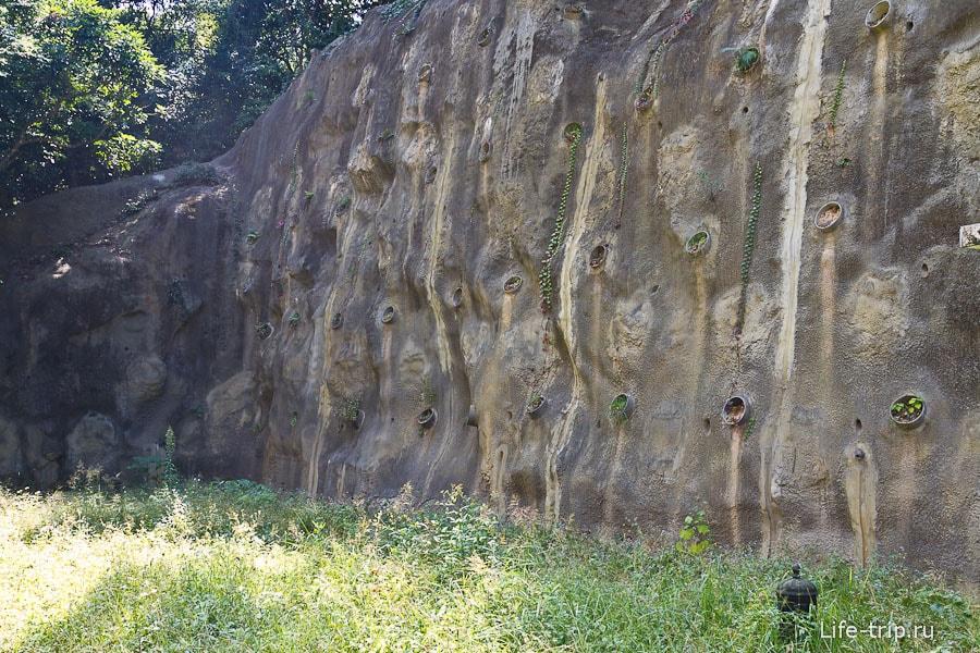 Склоны в бетонных стенках